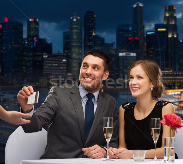 Mosolyog pár fizet vacsora hitelkártya étterem Stock fotó © dolgachov