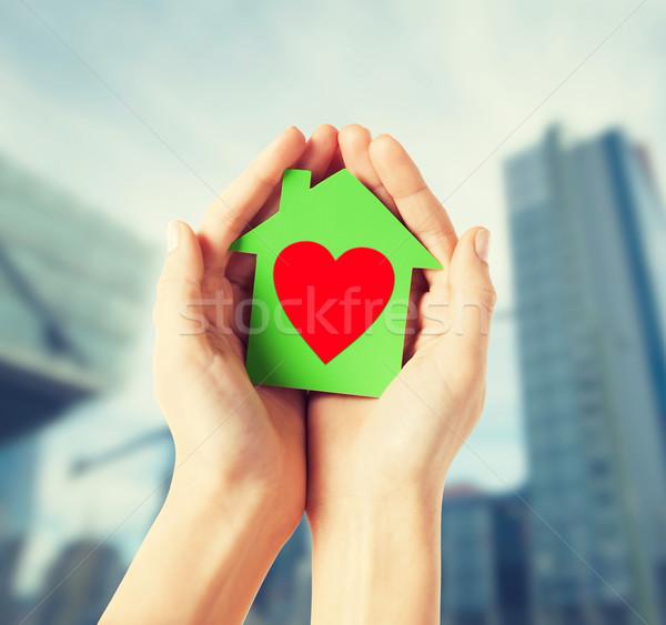 Ręce zielone papieru domu dobroczynność Zdjęcia stock © dolgachov