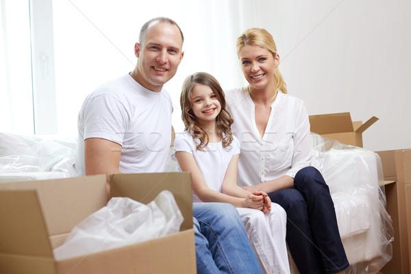 Mutlu aile kutuları hareketli yeni ev aile çocuklar Stok fotoğraf © dolgachov