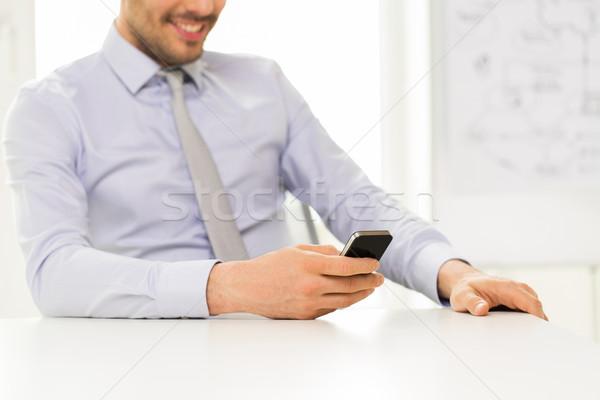 Közelkép üzletember okostelefon sms chat üzletemberek technológia Stock fotó © dolgachov