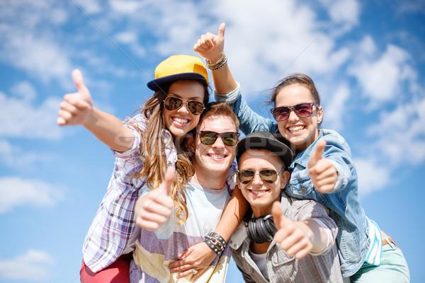 Stockfoto: Glimlachend · tieners · zonnebril · opknoping · buiten · zomer