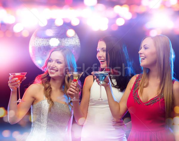 Mosolyog nők koktélok éjszakai klub ünnepek éjszakai élet Stock fotó © dolgachov