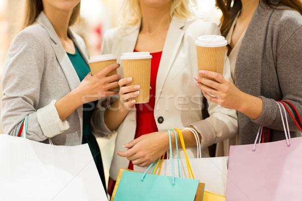Stock fotó: Közelkép · nők · bevásárlótáskák · kávé · vásár · italok