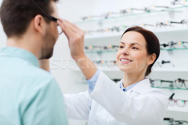 Opticien verres homme optique magasin Photo stock © dolgachov