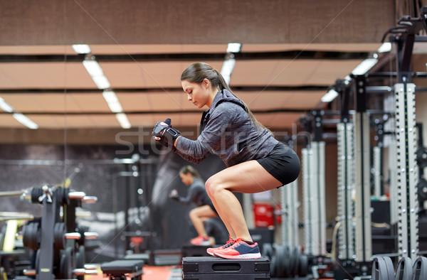 Femme plate-forme gymnase fitness sport Photo stock © dolgachov