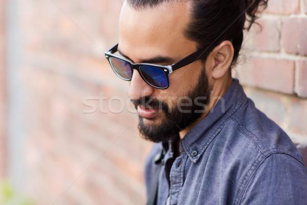 Férfi szakáll figyelmeztetés életstílus érzelem emberek Stock fotó © dolgachov
