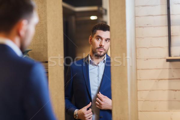 Homme veste miroir vêtements magasin vente Photo stock © dolgachov