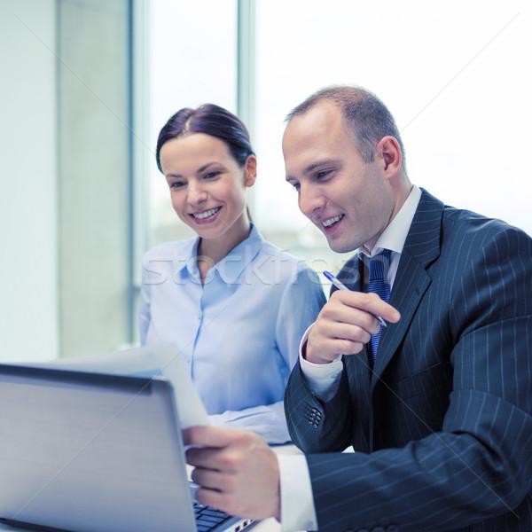 Empresario mujer de negocios debate negocios tecnología oficina Foto stock © dolgachov