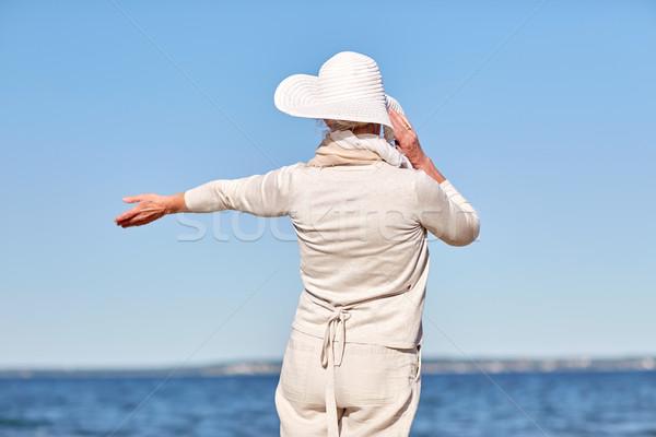 Gelukkig senior vrouw zomer strand Stockfoto © dolgachov