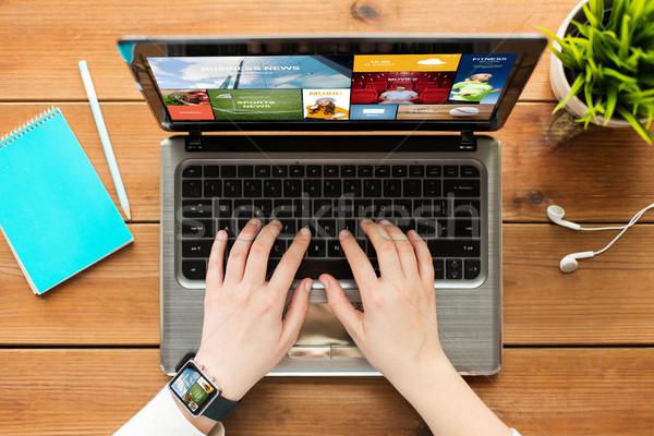 Vrouw student typen laptop onderwijs Stockfoto © dolgachov