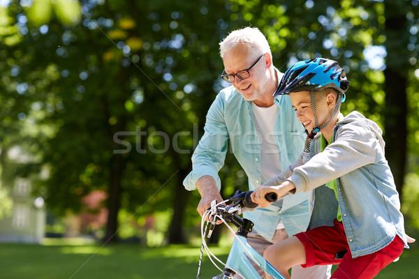 Grand-père garçon vélo été parc famille Photo stock © dolgachov