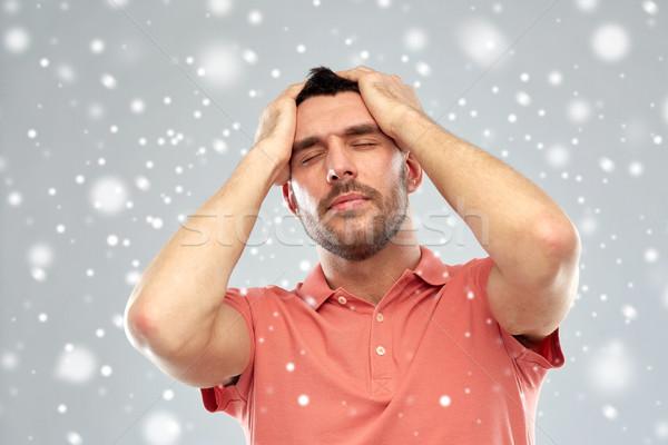 Infelice uomo sofferenza testa dolore neve Foto d'archivio © dolgachov