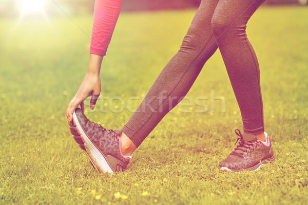 Közelkép nő nyújtás láb kint fitnessz Stock fotó © dolgachov