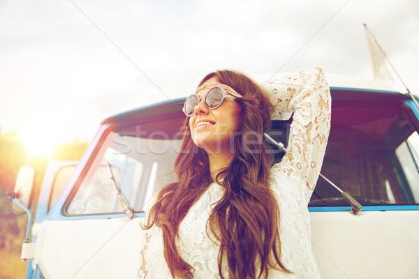 Mosolyog fiatal hippi nő mikrobusz autó Stock fotó © dolgachov