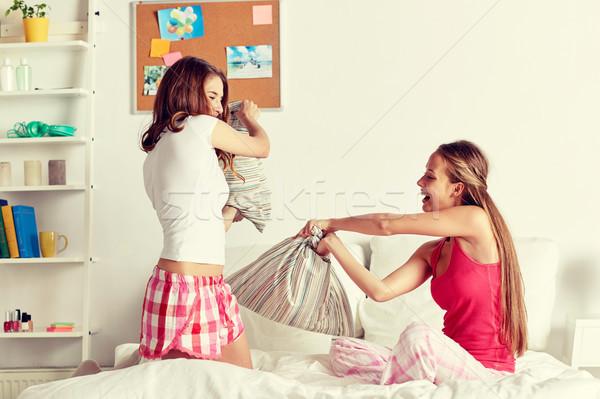 счастливым подростка девушка друзей домой Сток-фото © dolgachov