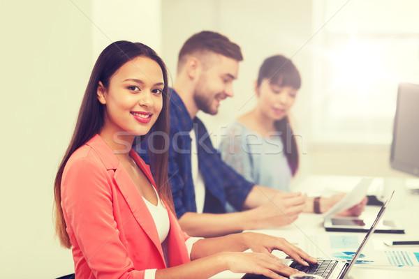 Boldog afrikai nő kreatív csapat iroda Stock fotó © dolgachov