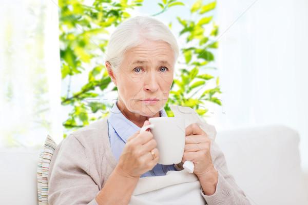 Сток-фото: больным · старший · женщину · питьевой · горячей · чай