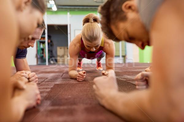 Stok fotoğraf: Grup · insanlar · egzersiz · spor · salonu · uygunluk · spor