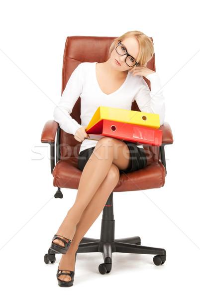年輕 女實業家 文件夾 坐在 椅子 圖片 商業照片 © dolgachov