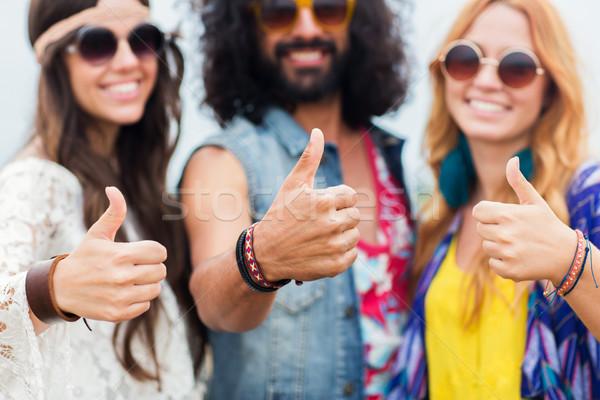 Felice giovani hippie amici Foto d'archivio © dolgachov
