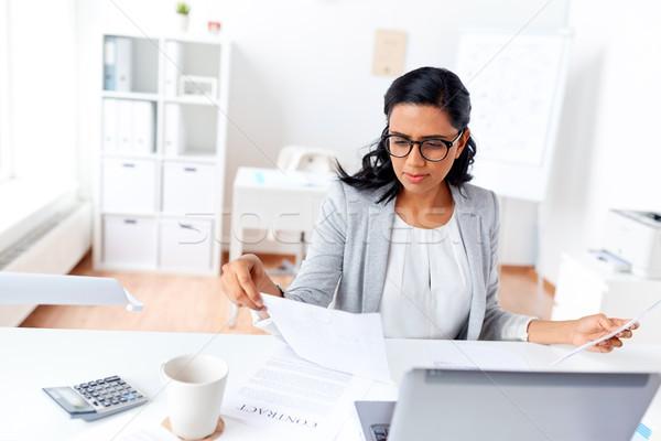 女性実業家 ノートパソコン 作業 オフィス ビジネスの方々  技術 ストックフォト © dolgachov