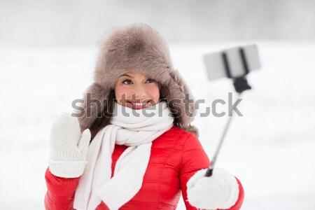счастливым женщину зима мех Hat смартфон Сток-фото © dolgachov
