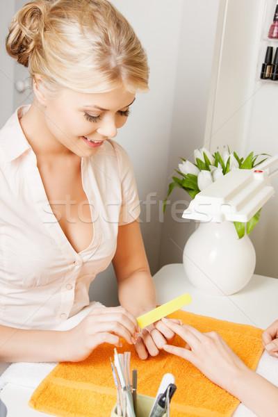 Nő készít manikűr szalon gyönyörű nő asztal Stock fotó © dolgachov