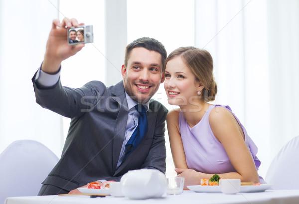 Stockfoto: Glimlachend · paar · zelfportret · foto · restaurant