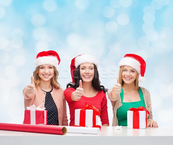 Glimlachend vrouwen helper hoeden Stockfoto © dolgachov