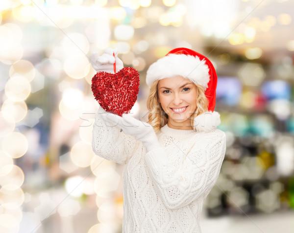 Gülümseyen kadın yardımcı şapka kırmızı kalp Stok fotoğraf © dolgachov