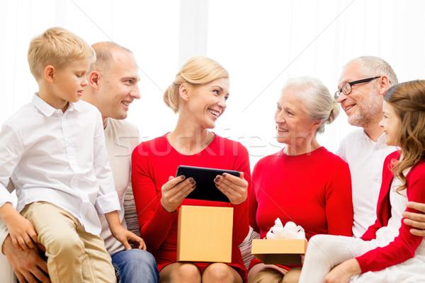 улыбаясь семьи шкатулке домой праздников Сток-фото © dolgachov