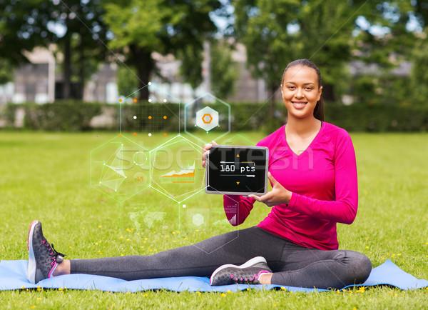 Stock fotó: Mosolygó · nő · táblagép · kint · fitnessz · park · technológia