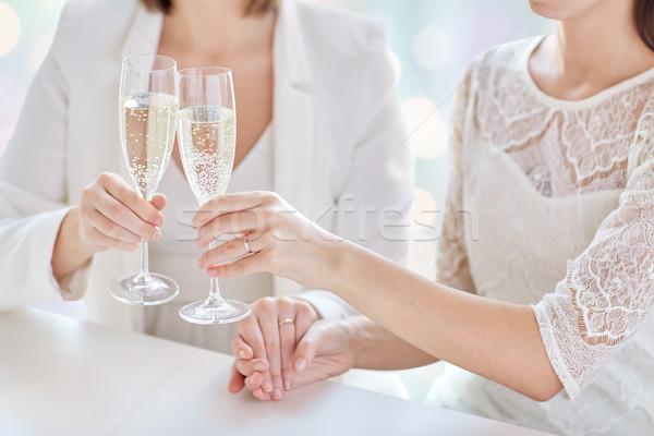 Foto d'archivio: Lesbiche · Coppia · champagne · occhiali · persone