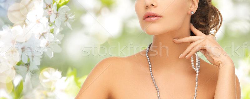 Vrouw parel oorbellen ketting mode stijl Stockfoto © dolgachov