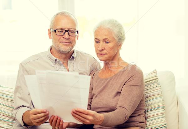 Foto stock: Pareja · de · ancianos · documentos · casa · familia · negocios · edad