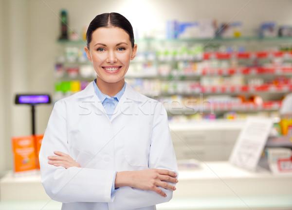 若い女性 薬剤師 ドラッグストア 薬局 薬 人 ストックフォト © dolgachov
