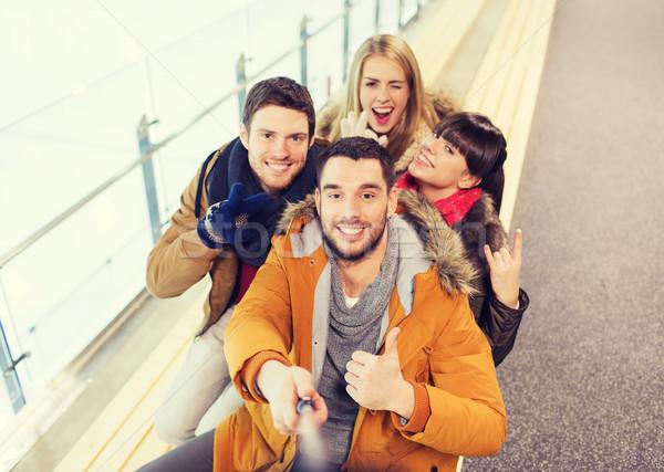 Сток-фото: счастливым · друзей · катание · люди