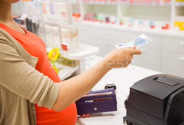 Kobieta w ciąży ceny apteka muzyka ludzi Zdjęcia stock © dolgachov