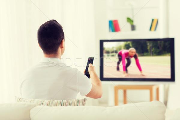 Man kijken sport kanaal tv home Stockfoto © dolgachov