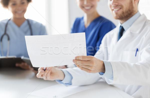 Közelkép orvosok kardiogram kórház kardiológia emberek Stock fotó © dolgachov