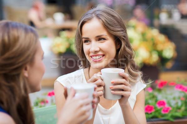 Stock fotó: Mosolyog · fiatal · nők · kávéscsészék · kávézó · kommunikáció · barátság