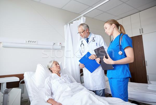 Lekarza pielęgniarki starszy kobieta szpitala muzyka Zdjęcia stock © dolgachov