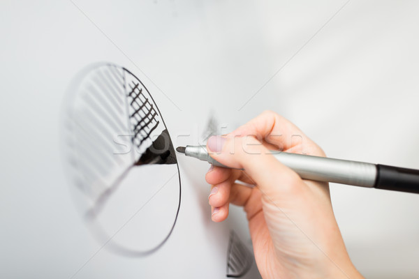 Stock fotó: Közelkép · kéz · rajz · kördiagram · fehér · tábla · üzletemberek