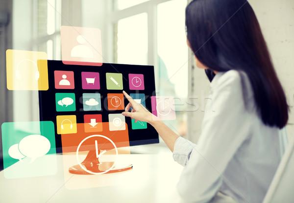 Zdjęcia stock: Kobieta · aplikacje · komputera · biuro · ludzi · biznesu