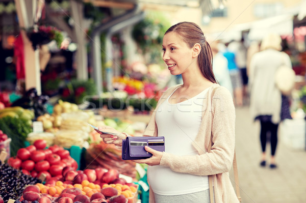 Donna incinta portafoglio acquisto alimentare mercato vendita Foto d'archivio © dolgachov