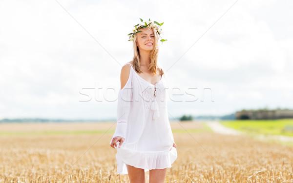 Felice fiore ghirlanda cereali campo Foto d'archivio © dolgachov