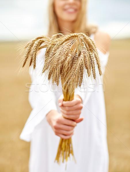 Feliz mujer cereales país naturaleza Foto stock © dolgachov