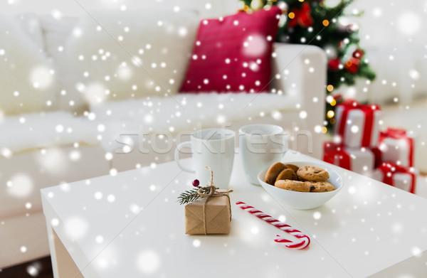 Dar słodycze tabeli domu Zdjęcia stock © dolgachov