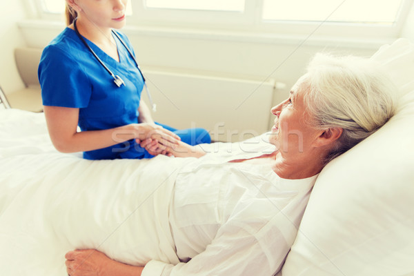 Doktor hemşire kıdemli kadın hastane tıp Stok fotoğraf © dolgachov