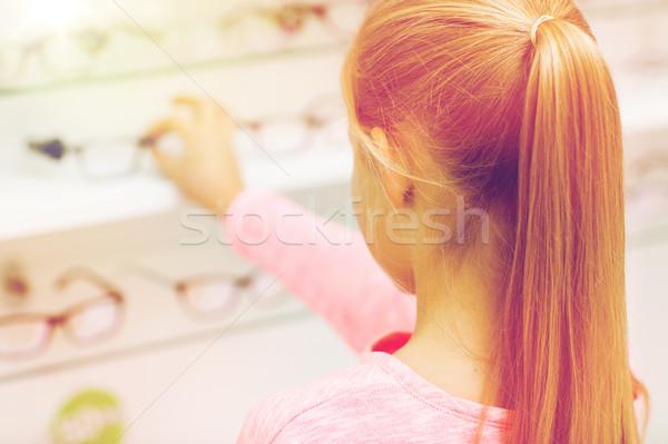 Közelkép lány választ szemüveg optika bolt Stock fotó © dolgachov